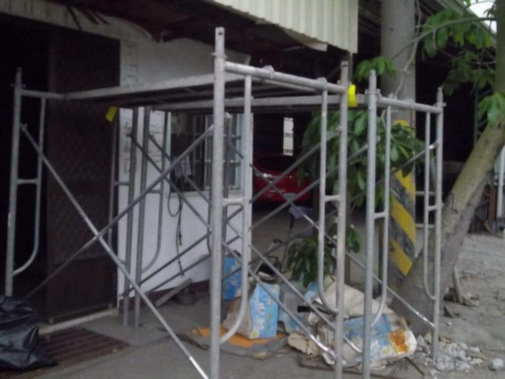 Used scaffolding steel