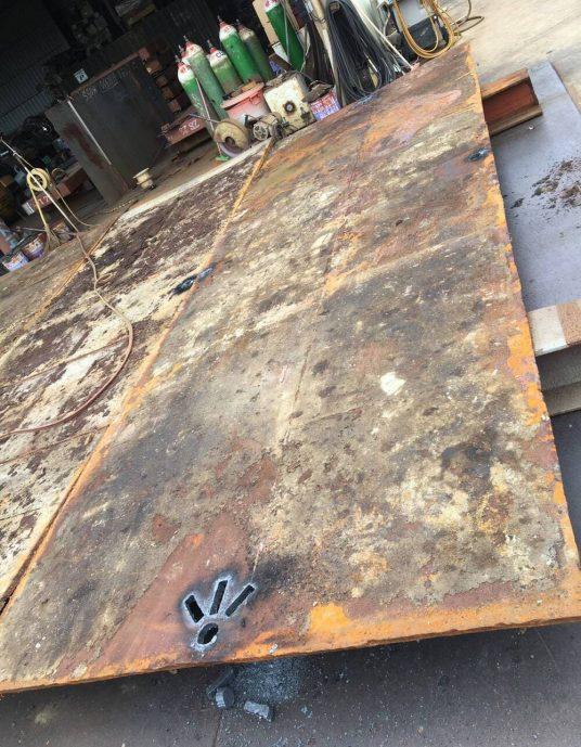 鐵板割孔1